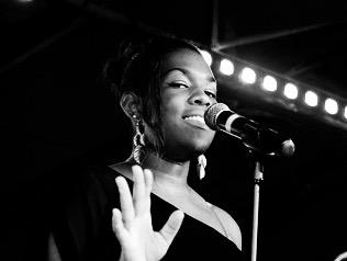 Chanteuse soul gospel